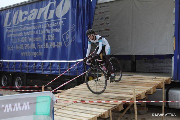 linda-veszprem-cyclocross-kerekpar