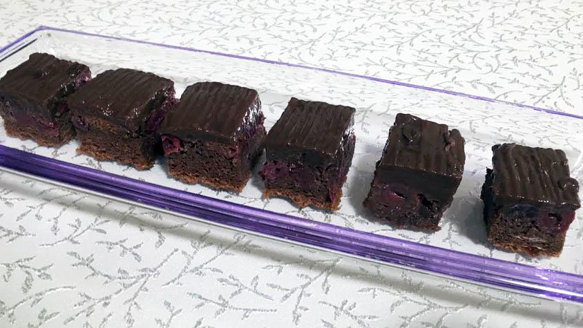 csokis-meggyes-proteinsuti
