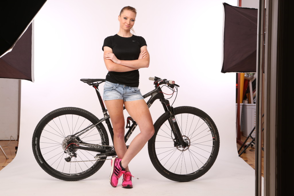 zelenij_linda_valogatott_biciklis