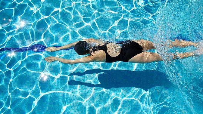 fogyás úszással