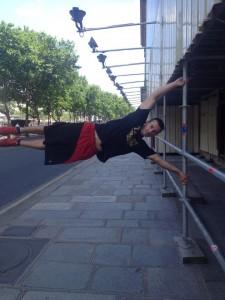 street-wokrout_mark_zászló_párizs