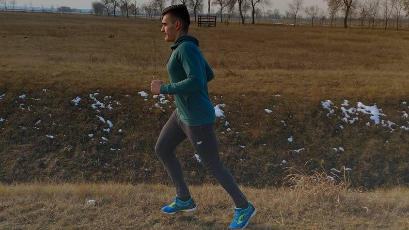 magas vérnyomás esetén a futás vagy a járás hasznos)